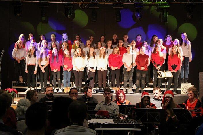 Božični koncert pevcev OŠ Kidričevo s podružnico Lovrenc in tamburaši