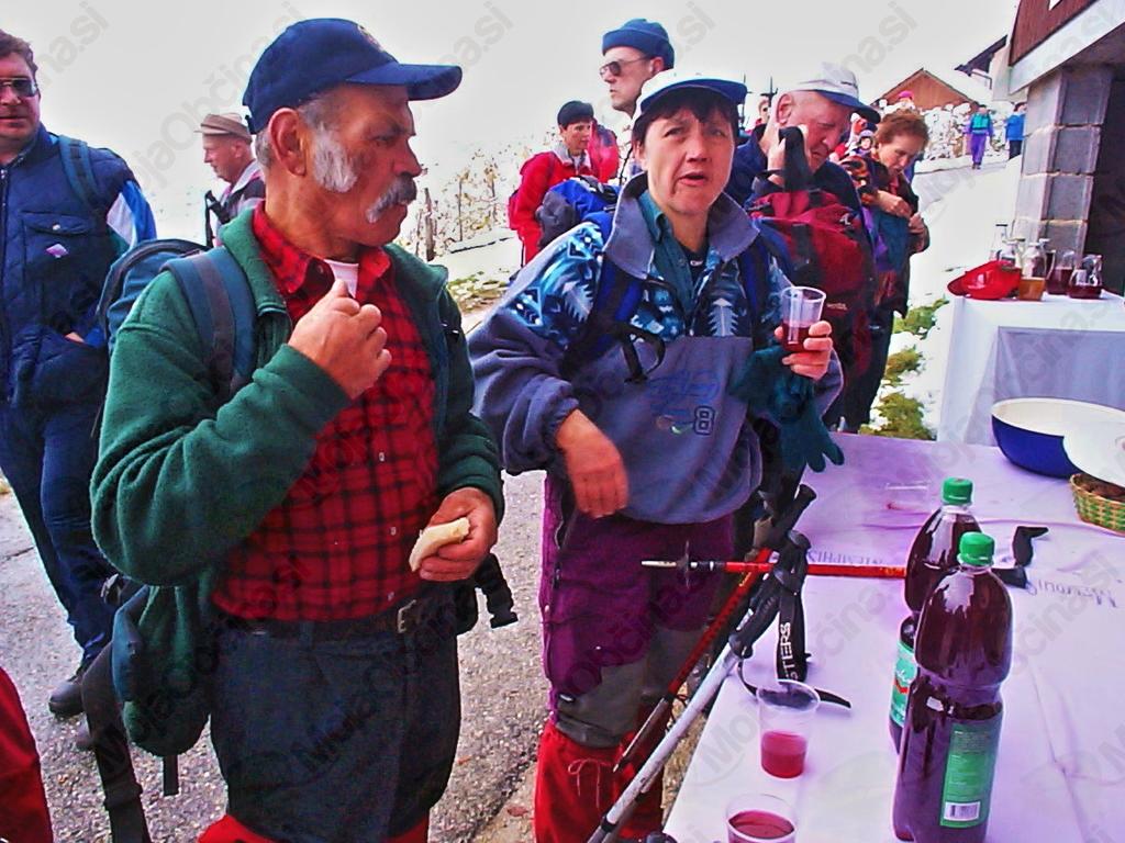 Na Šinkovčevi domačiji na Gobniku je mošt tekel po žejnih grlih.