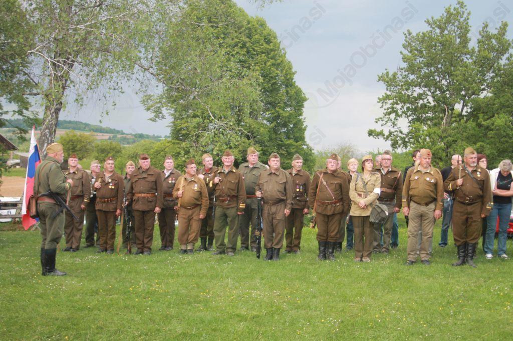 Ob 70-letnici konca 2. svetovne vojne v Evropi slovesno tudi na Cviblju v Žužemberku