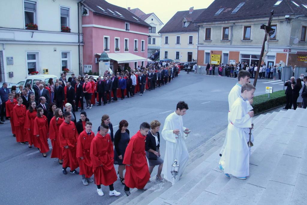 Slovesen vstop v Šmarsku župnijsko cerkev sv. Martina