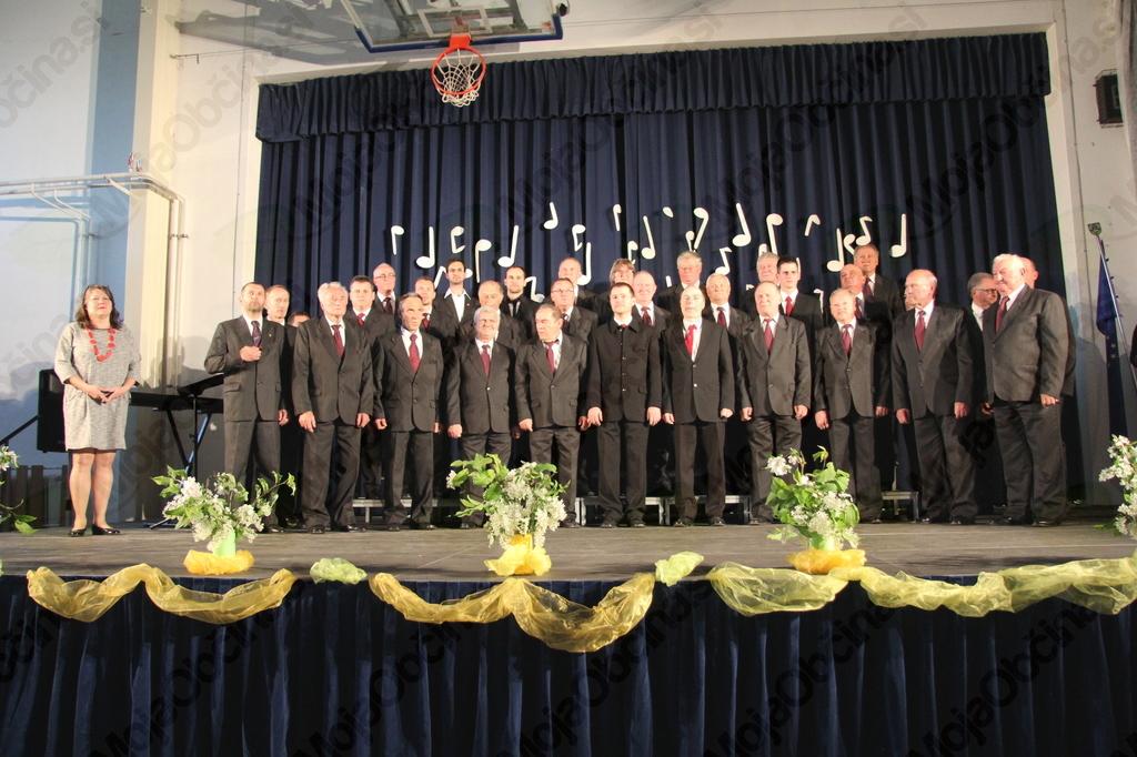Moški pevski zbor KUD F. Prešeren Vojnik pod vodstvom Emilije Kladnik Sorčan