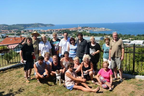 Udeleženci likovne kolonije na kmetiji Vaterja Klobasa