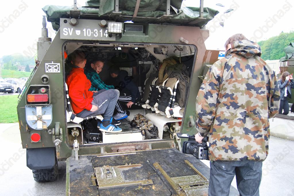 Vojaki obiskali mirnopeške učence