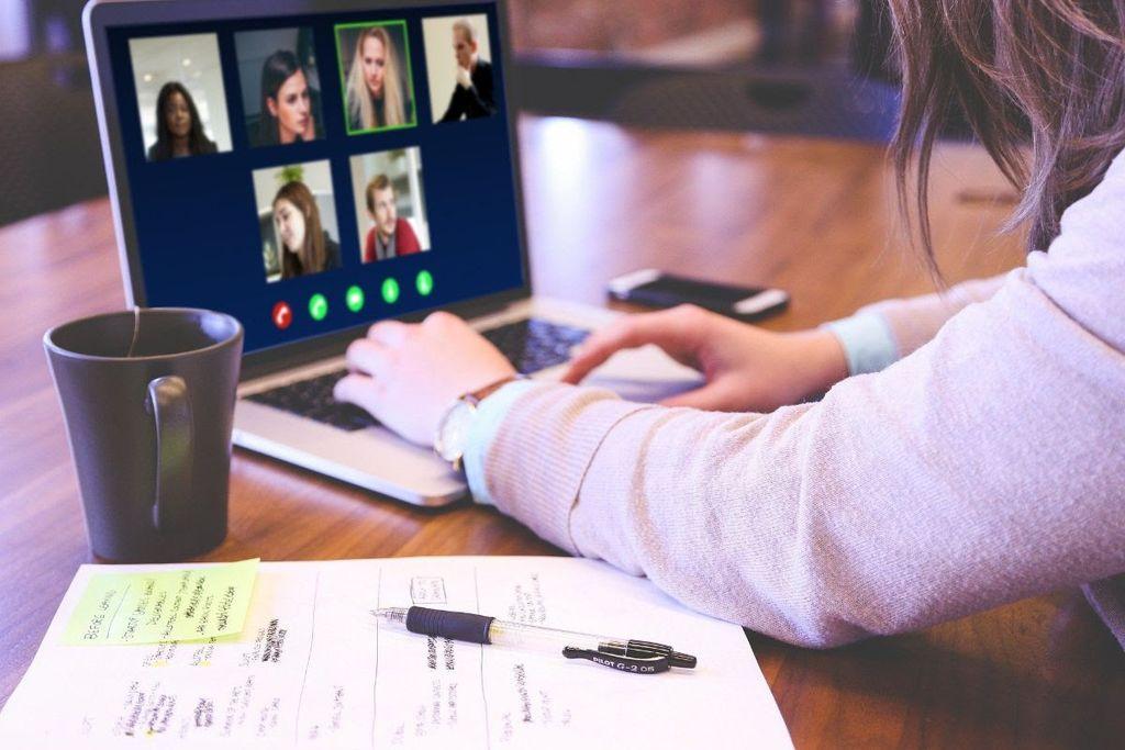 Gremo online! Brezplačna delavnica za uporabo aplikacije Zoom za nevladne organizacije