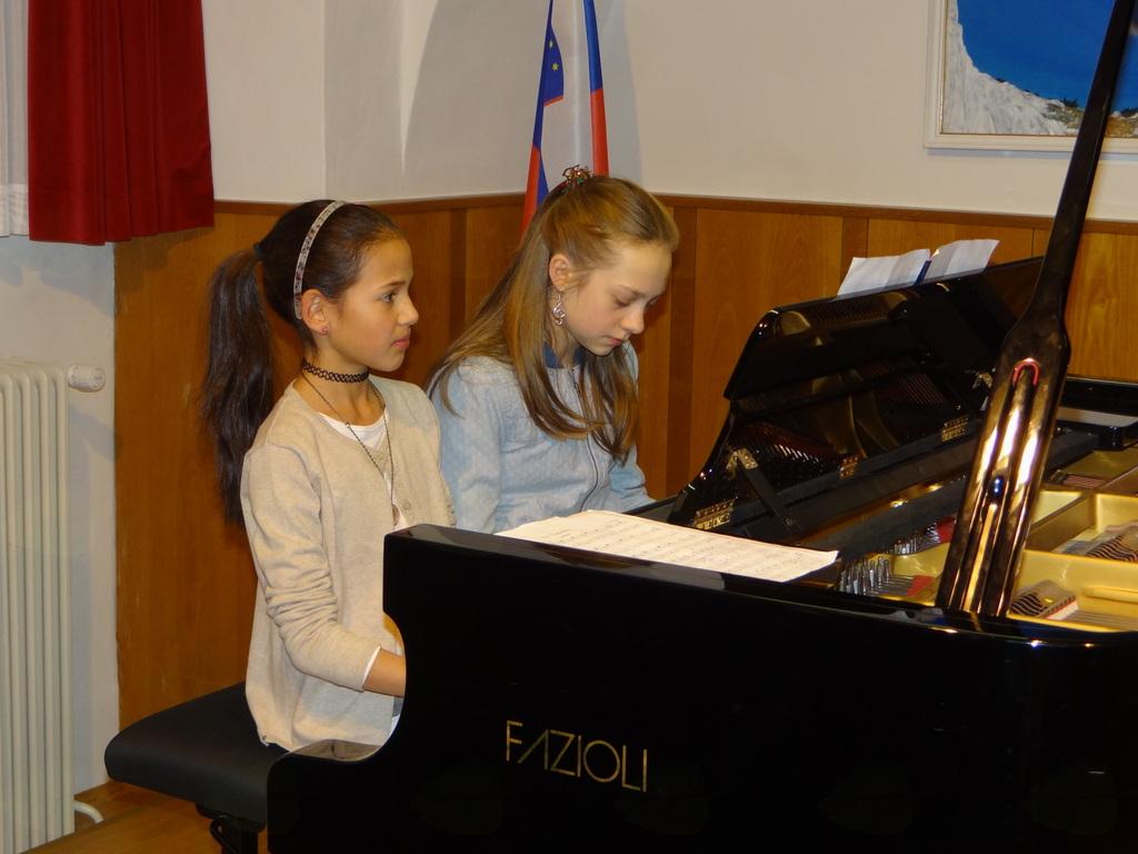 Večer štiriročnih skladb za klavir