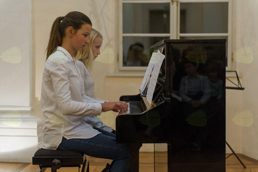 Nastop klavir štiriročno