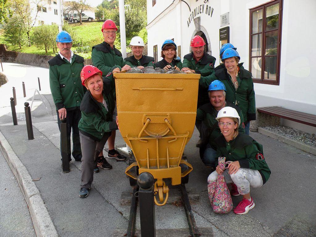 Člani Društva Laz v vlogi rudarjev