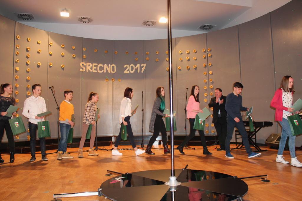 Županov novoletni sprejem v znamenju igre svetlobe, glasbe, plesa in odličnih športnikov