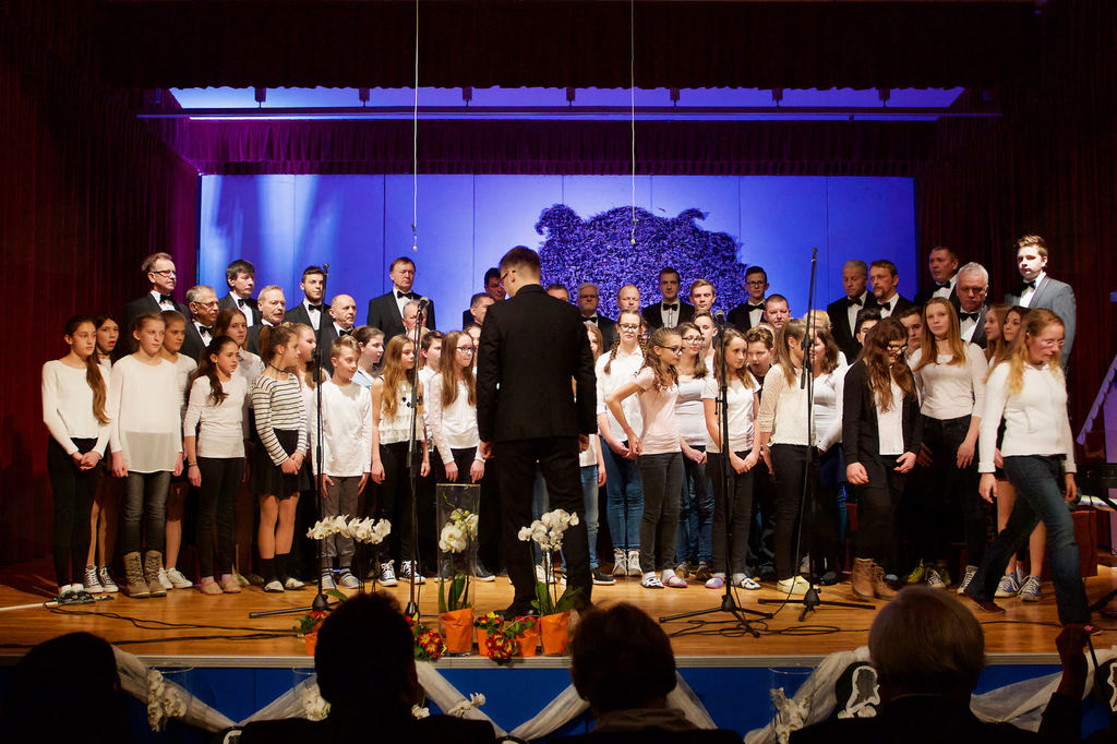 Moški pevski zbor Prosvetnega društva Anton Bezenšek Frankolovo z učenci frankolovske šole