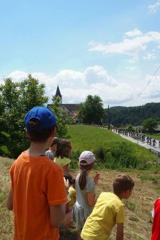 Kolesarji dirke po Sloveniji tudi skozi Novo Cerkev