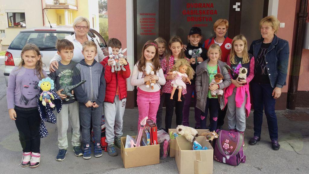 Otroci na obisku v KO RK Nova Cerkev