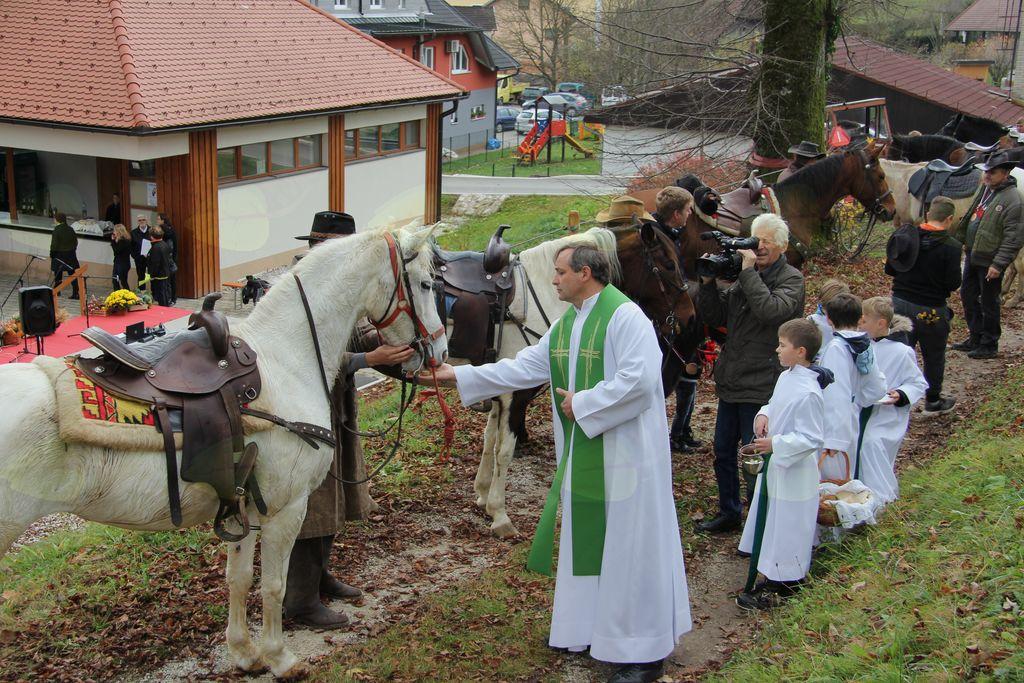 35 konjenikov je bilo hvaležnih za blagoslov.