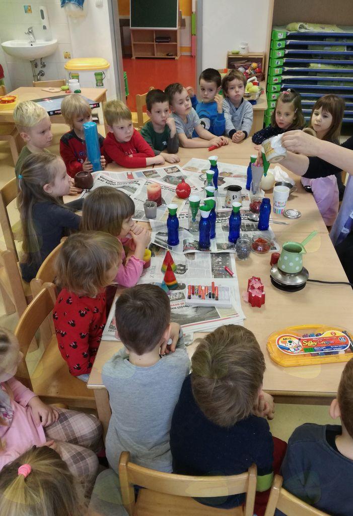 Pri naravoslovnih dejavnostih se otrok uči strategij mišljenja in raziskovanja.