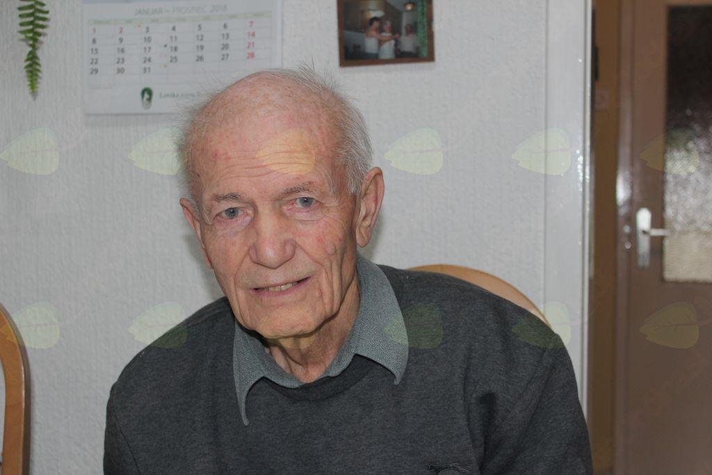 Anton Mogu je bil leta 1998 prejemnik zlatega vojniškega grba.