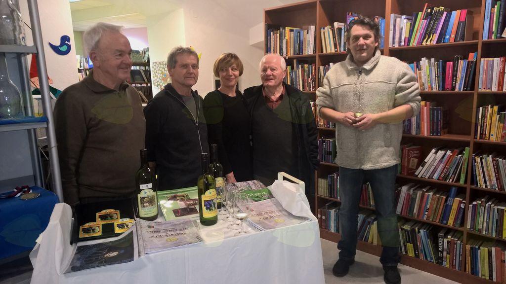 Vojniški vinogradniki so se predstavili v vojniški knjižnici