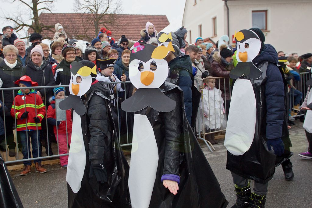 Iz 4. c OŠ Vojnik so v Novo Cerkev prišli pingvini.