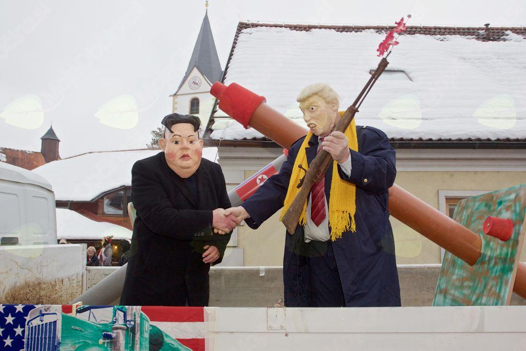 Velika prijatelja Donald Trump in Kim Džong Um v preobleki Milana Petroviča in Borisa Čatra