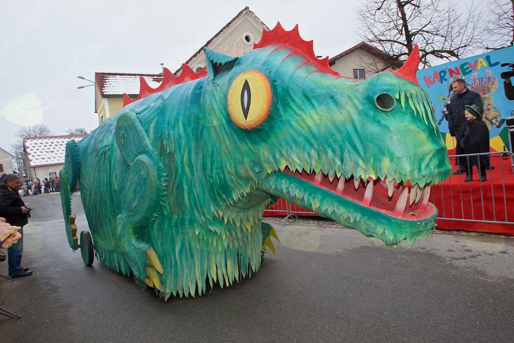 Karnevalski zmaj Prostovoljnega gasilskega društva Nova Cerkev