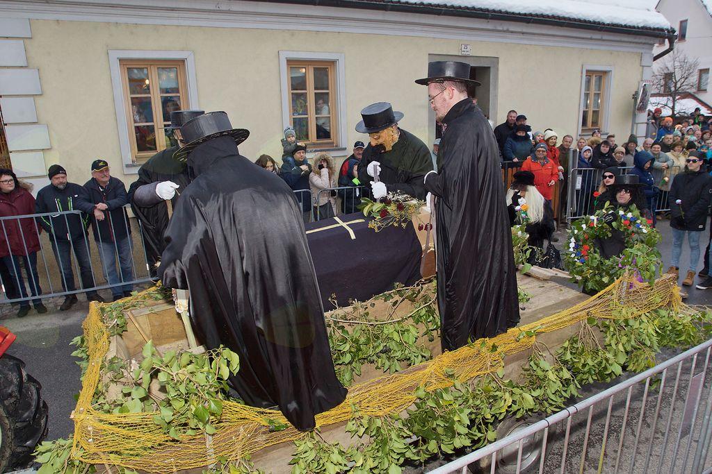 Kulturno-umetniško društvo Nova Cerkev je poskrbelo za pokop pusta.