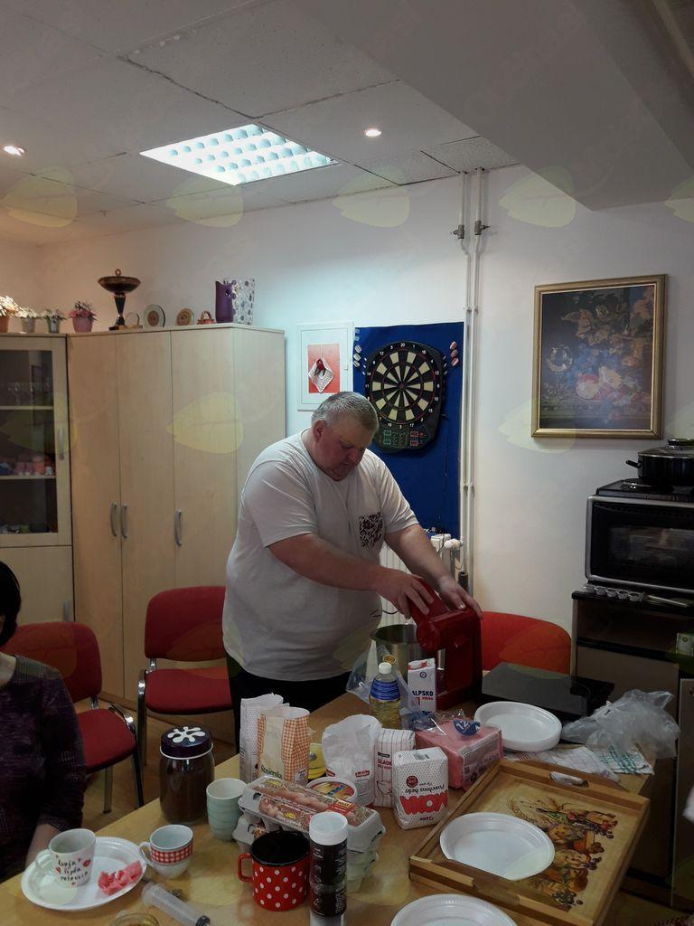 Druženje med peko krofov