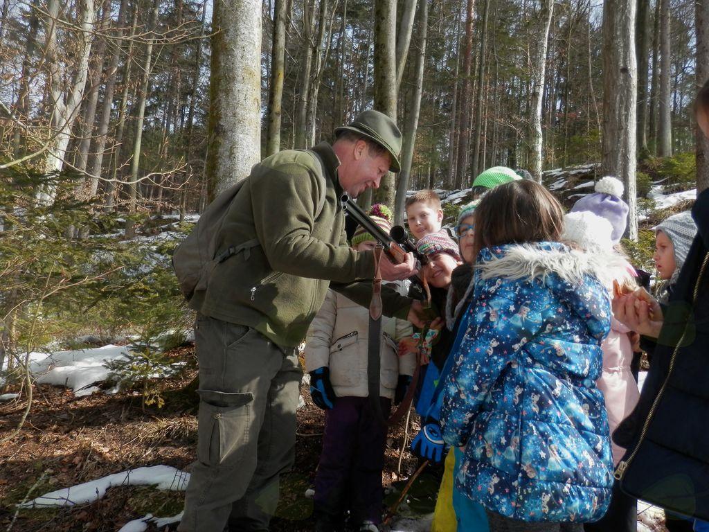 Raziskovanje gozda na POŠ Nova Cerkev