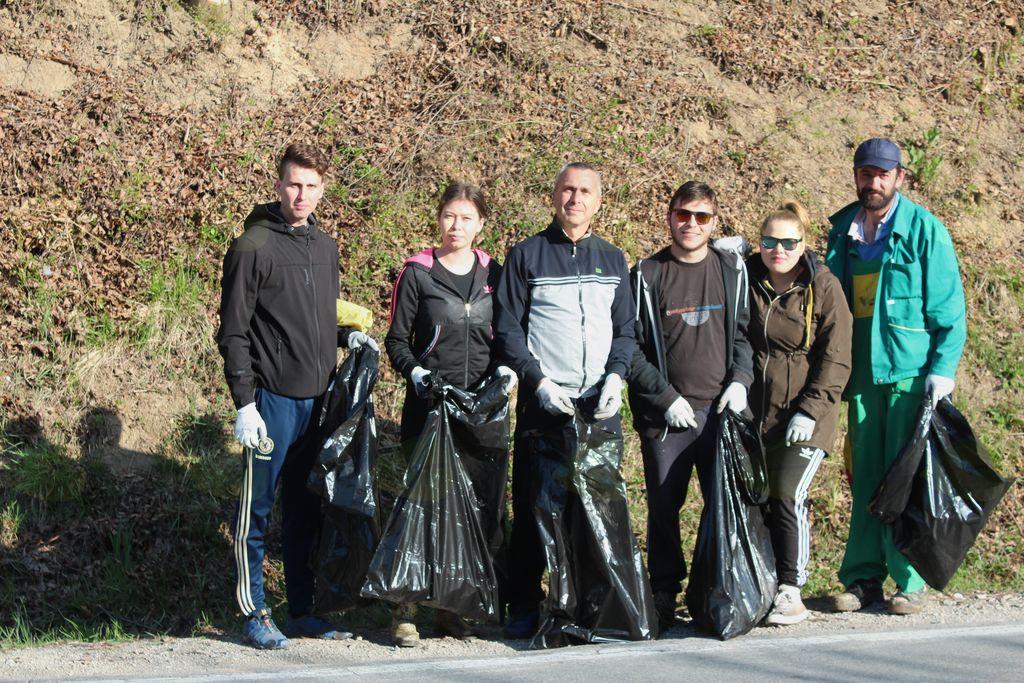 Skupina udeležencev  lanske čistilne akcije na Frankolovem.