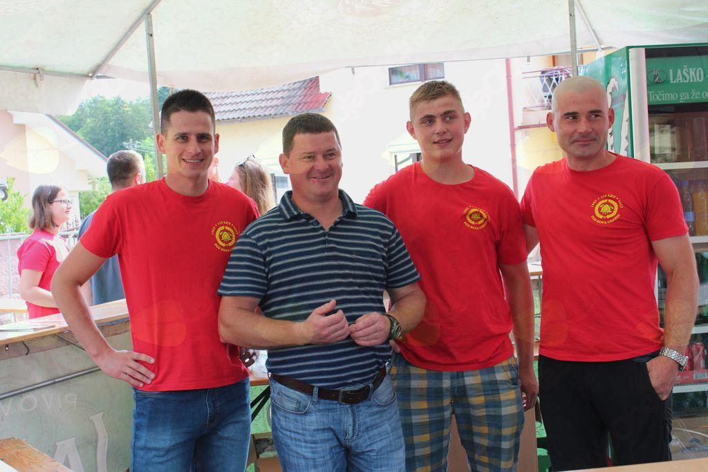 Ekipa prostovoljcev