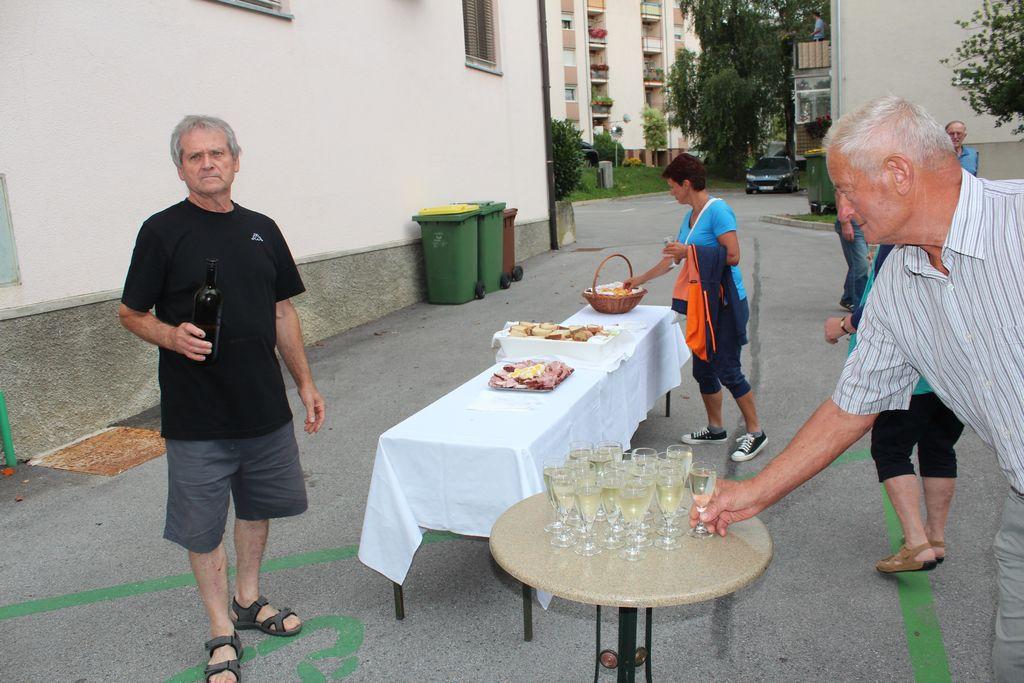 Fotoutrinki: Vinogradniki in vinarji so v Vojniku postavili klopotec