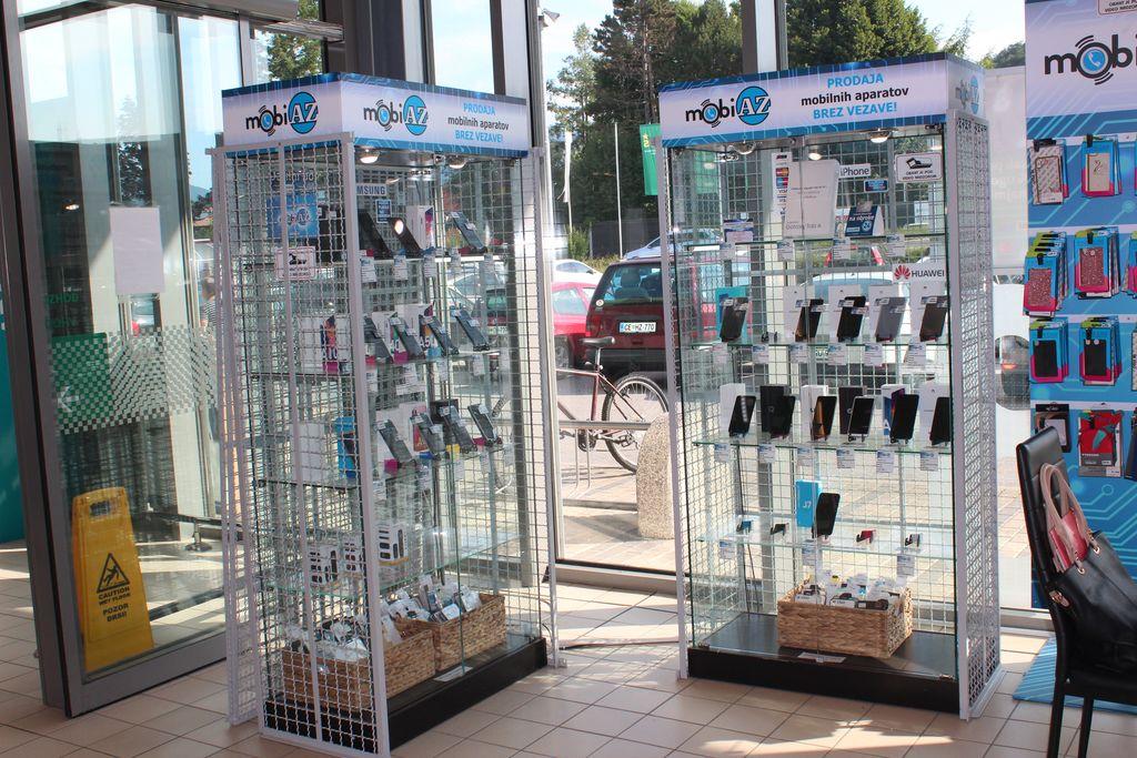 Fizioterapevt, ki prodaja telefone