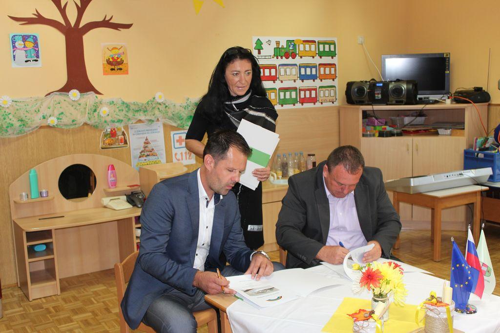 Fotogalerija: Podpis pogodb z izvajalcema gradnje vrtca na Frankolovem