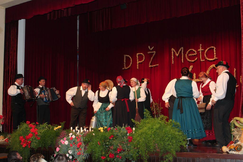 Folklorna skupina iz Šmartnega v Rožni dolini