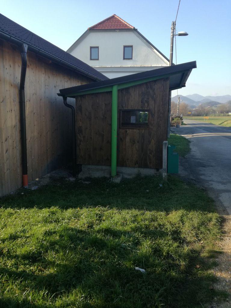 Fotoutrinek: Obnovljena avtobusna postaja v Višnji vasi