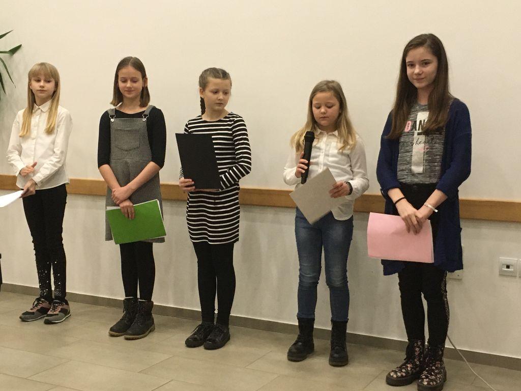 Glorija, Ana, Zoja, Naja in Kornelija