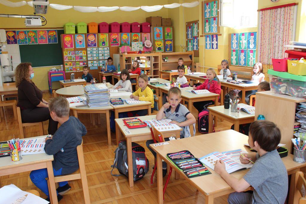 Fotoutrinki: Spet v šoli in vrtcu v Novi Cerkvi