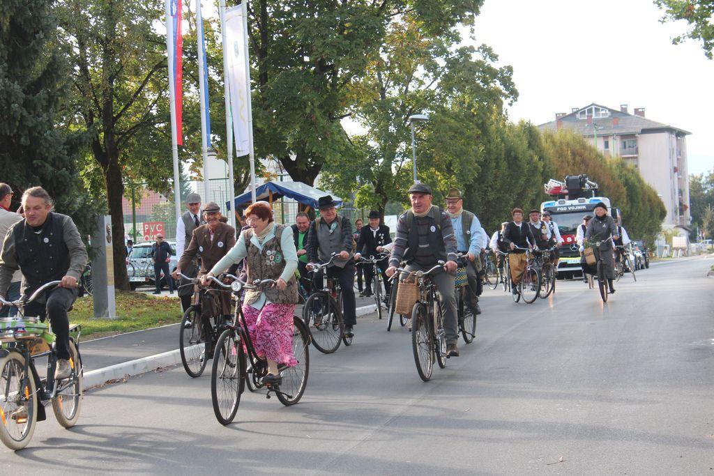 Karavana kolesarjev v Vojniku