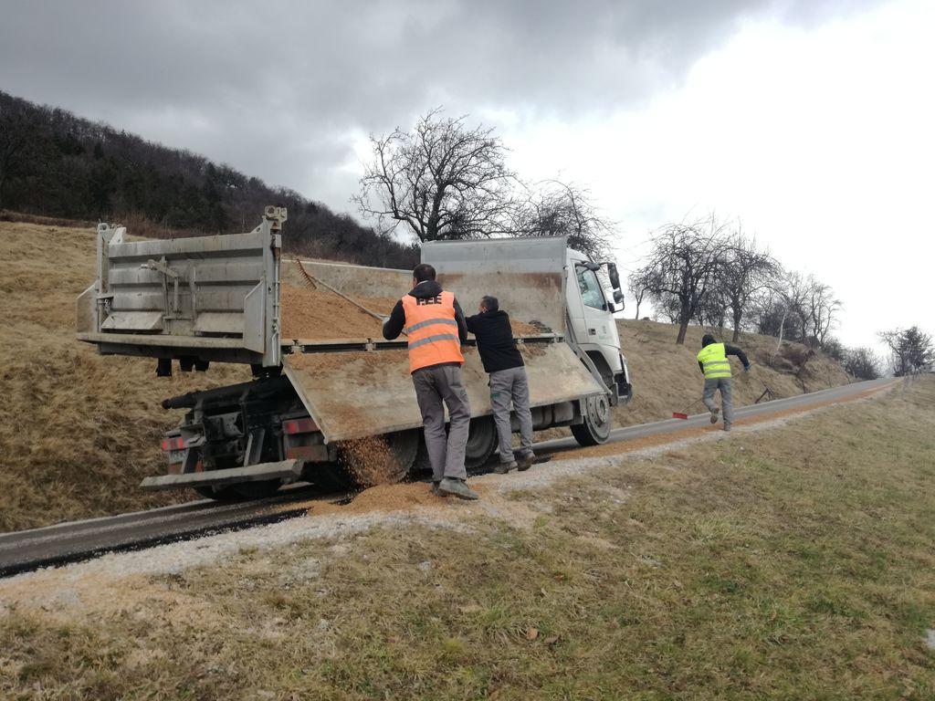 Urejanje bankin po izgradnji vodovoda za naselje Beli potok
