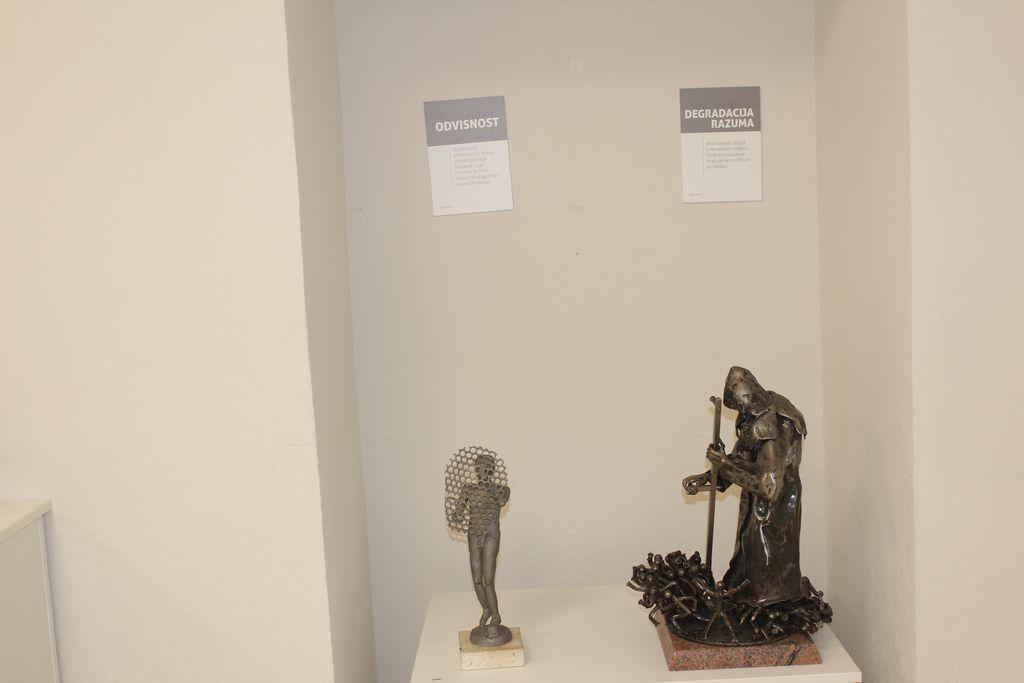 Foto utrinki iz razstave Ilije Kelavića