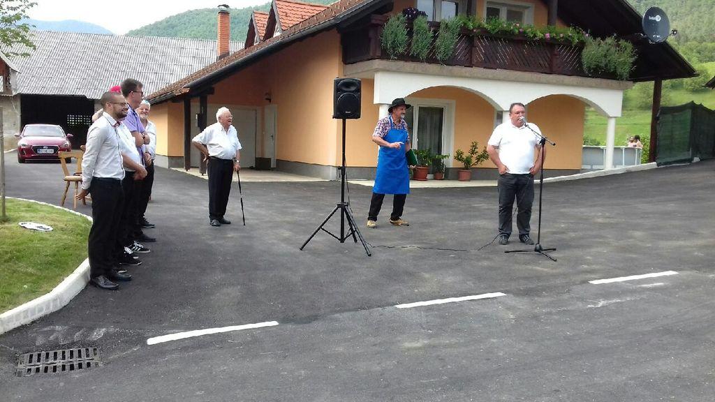 Foto utrinki iz odprtja ceste v Bezenškovem Bukovju