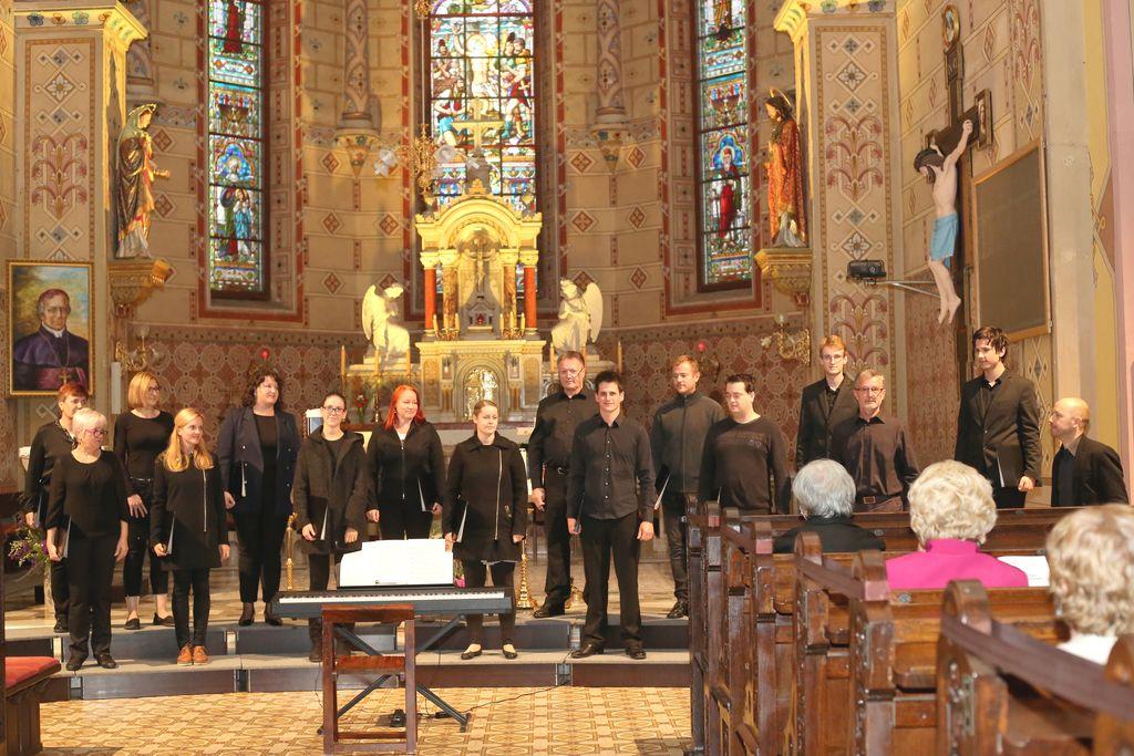 Mešani pevski zbor Forte pod vodstvom Tomaža Marčiča