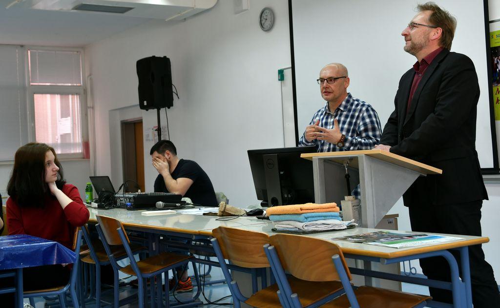 Ravnatelj Srednje šole Slovenj Gradec in Muta, Bernard Kresnik, je zaželel dobrodošlico gostom iz petih držav