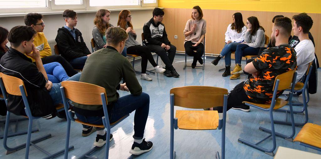 Na delavnici Socialna vključenost so se dijaki skušali vživeti v vlogo socialno odrinjenih.