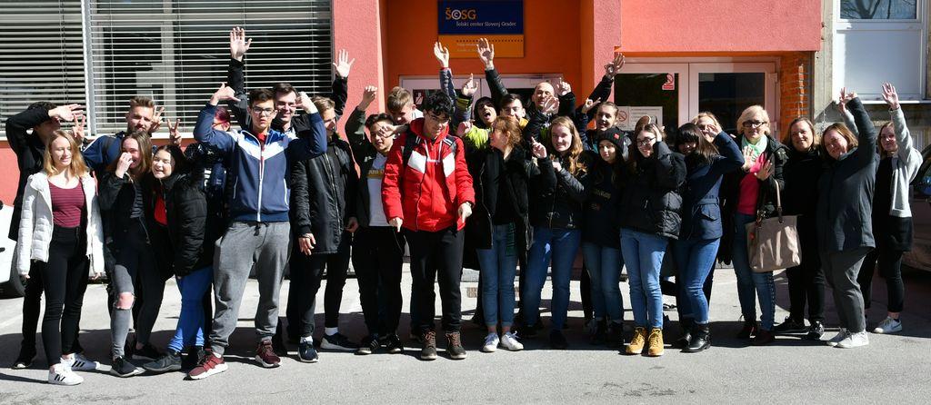 Udeleženci mednarodnega srečanja v okviru Erasmus+ projekta Migracija in begunska kriza v očeh dijakov.