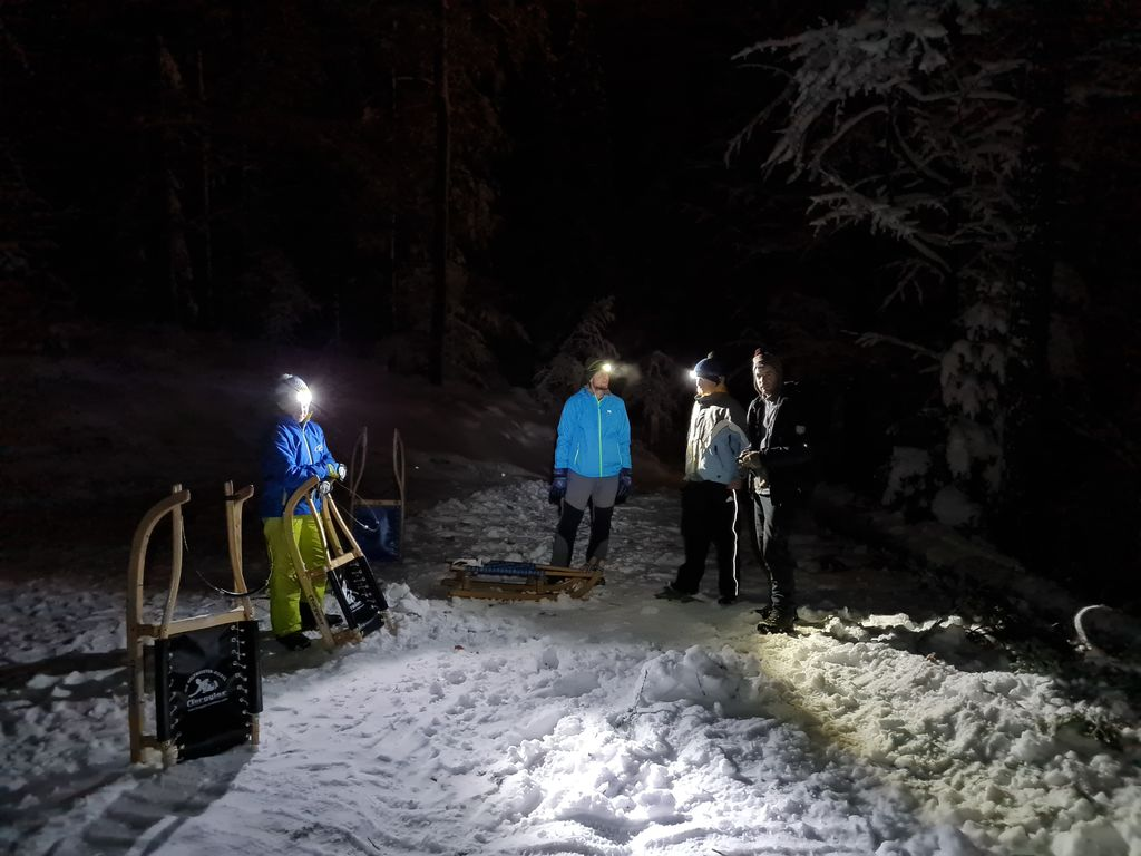 Večerno sankanje je pravo zimsko doživetje  (foto Tanja Kralj)