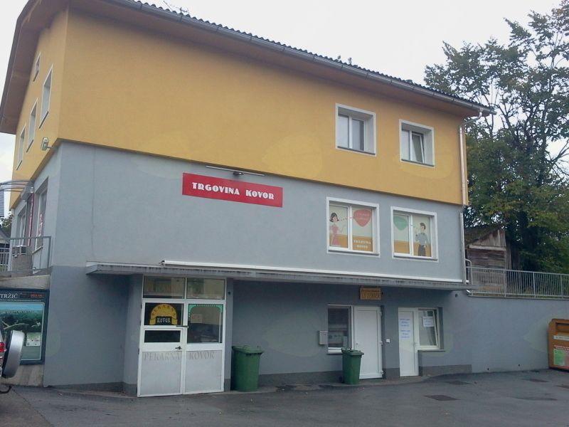 V Kovorju je na voljo za najem manjši poslovni prostor