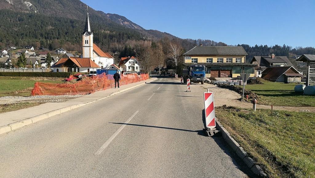 Občina Tržič za več varnosti ureja državno cesto skozi Križe