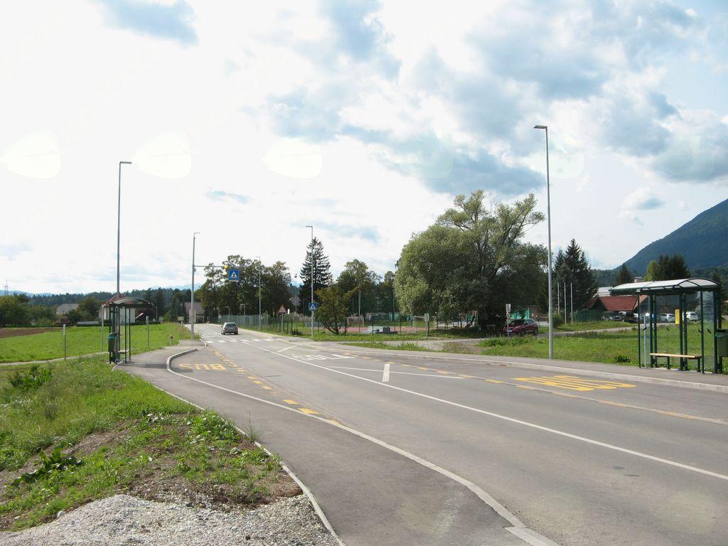 Novi prehodi za pešce, pločnik, avtobusno postajališče, javna razsvetljava v Križah