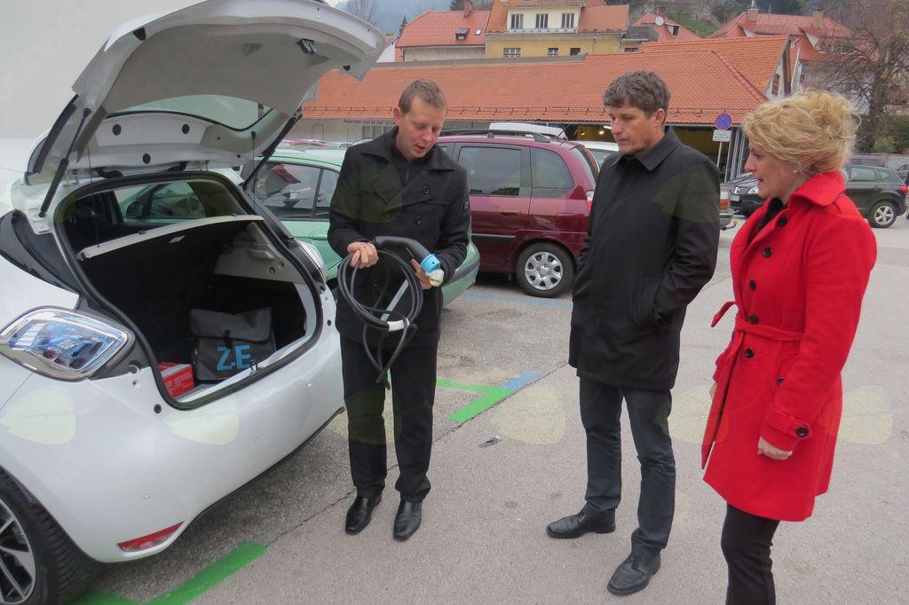Občina Tržič dobila prvo električno polnilnico