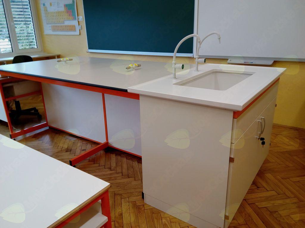Učenci OŠ Bistrica pri Tržiču nabirajo znanje v novi naravoslovni učilnici