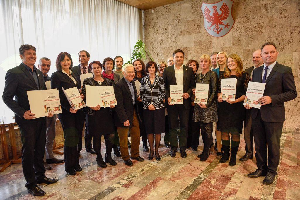Občini Tržič podeljen certifikat Branju prijazna občina