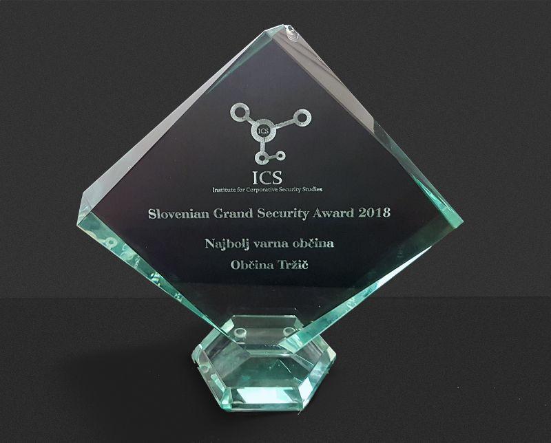 Nagrada »Slovenian Grand Security Award«, ki jo je Občina Tržič prejela za najbolj varno občino v letu 2018. (Foto: Arhiv Občine Tržič)